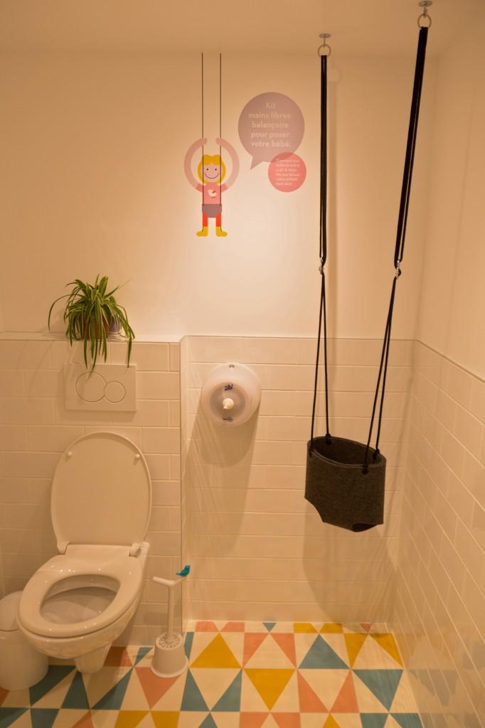 Mombini Cafe Tuvaletlerde bile Anneyi Düşünmüş!